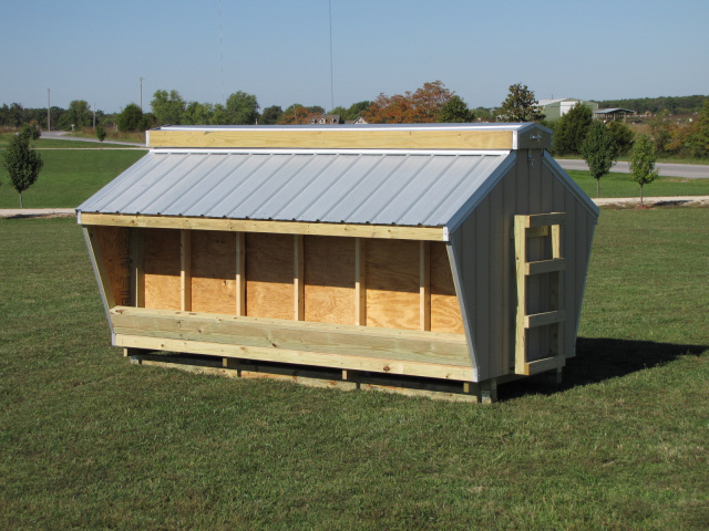 Cattle Mineral Feeder With Hinged Roof